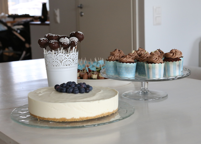 toffepops, cupcakes, blåbär-vitchoklad cheesecake