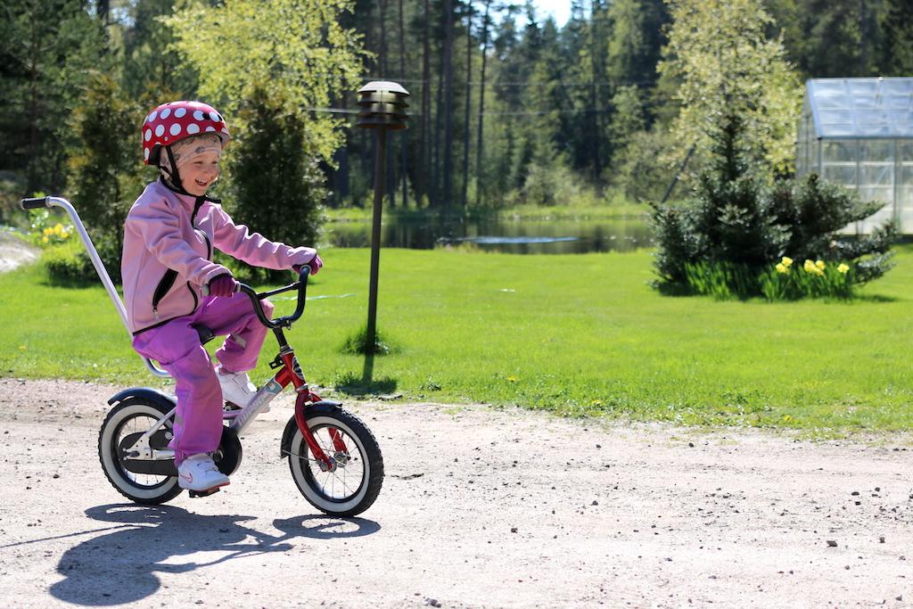 cykla lila rosa klädd