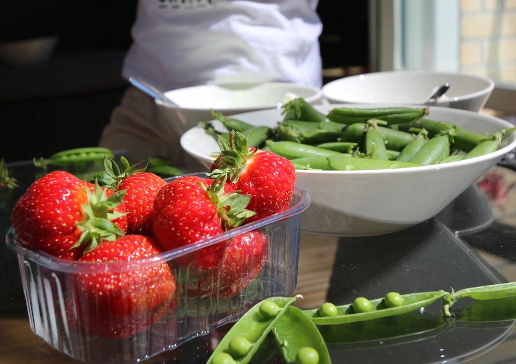 inhemska jordgubbar ärter