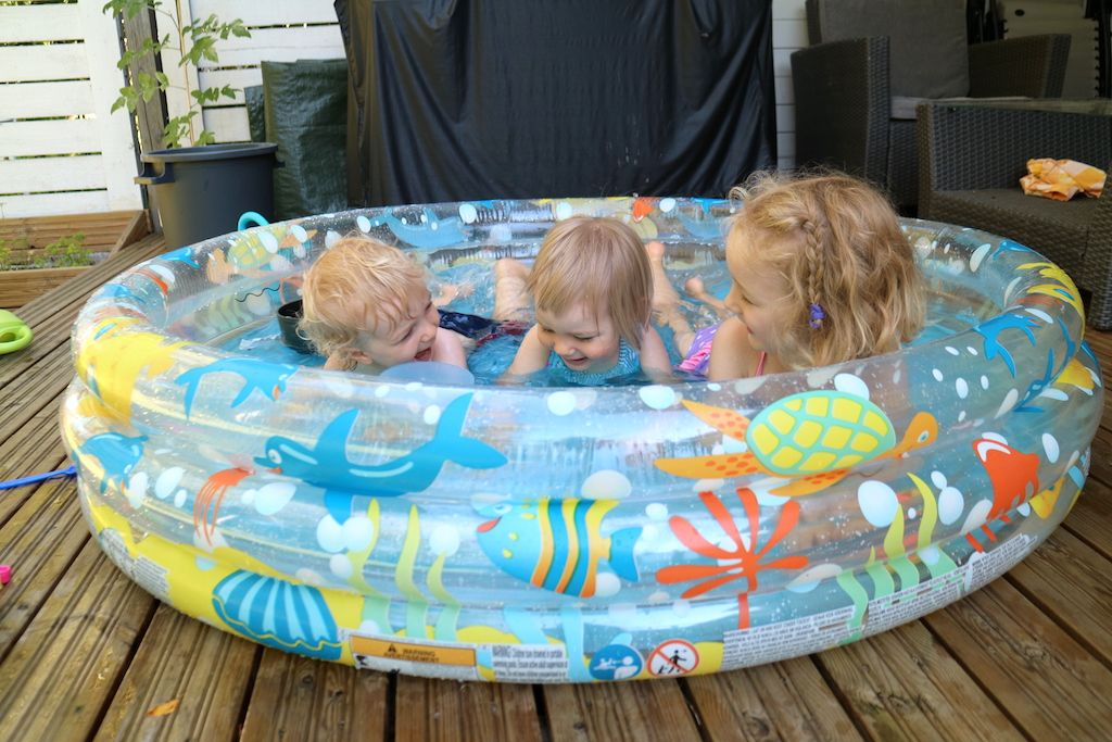 kusiner i pool