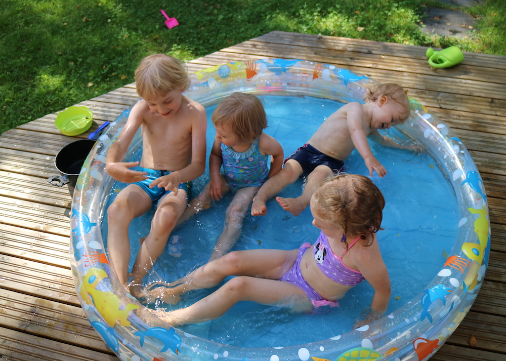 simma i pool kusiner