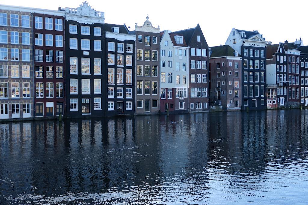 amsterdam hus i kanalen